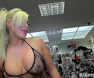 Hot blonde Milf sucking..