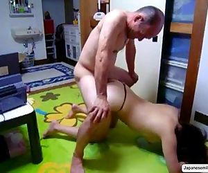 eat pussy Japanese MILF..