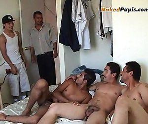 Bilatin Men Suck Each..
