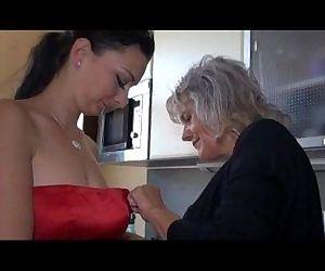 Sexy mature fuck..