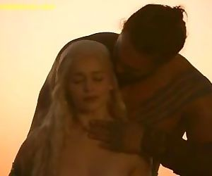 Emilia Clarke Bare-ass..