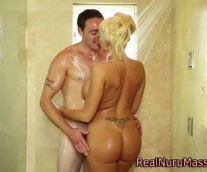 Masseuse babe bathtime..
