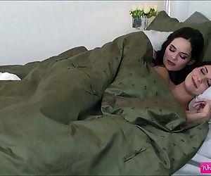 Horny lesbians Ashlyn..