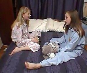 Cute Teen Lesbians in..