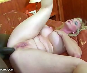 Granny gets ass fucked..