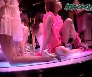 Japanese Striptease 1 -..