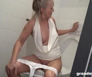 Blonde granny puts..