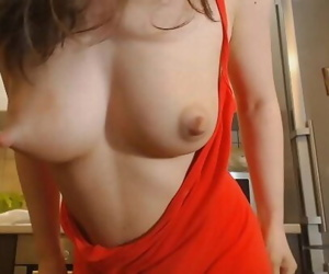 Young mom shows her big..
