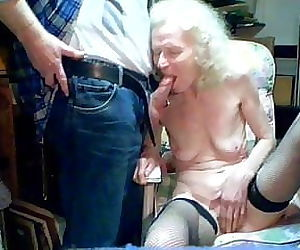 Granny 70 available for sex