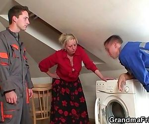 Granny offers her pussy..