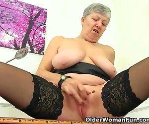 English granny Savana..