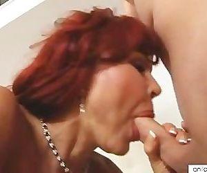 Bigtit cougar Vanessa..