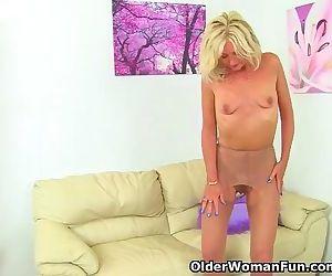 UK milf Ellen lets her..