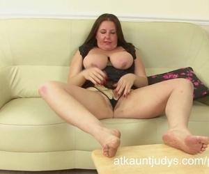Jessica Jay masturbates..
