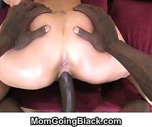 MomGoingBlack.comMILF..