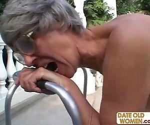 ХХХ бабулей видео