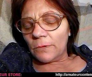 Granny Lisa dildoing in..
