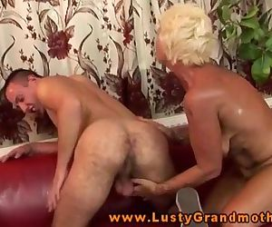 Amateur old GILF gets..
