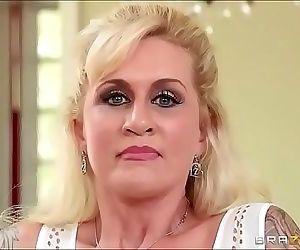 sexo con la madre en la..