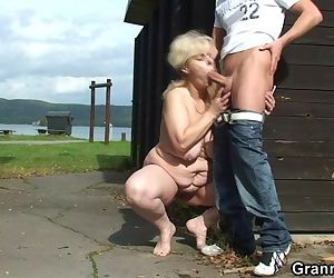 He nails her old pussy..