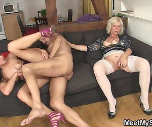 Hot threesome old..