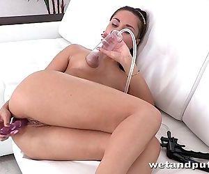 Milf brunettes orgasm..