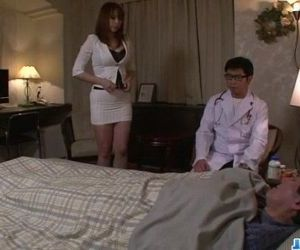 Araki Hitomi busty milf..