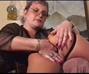 Mother Gets Girl Pussy